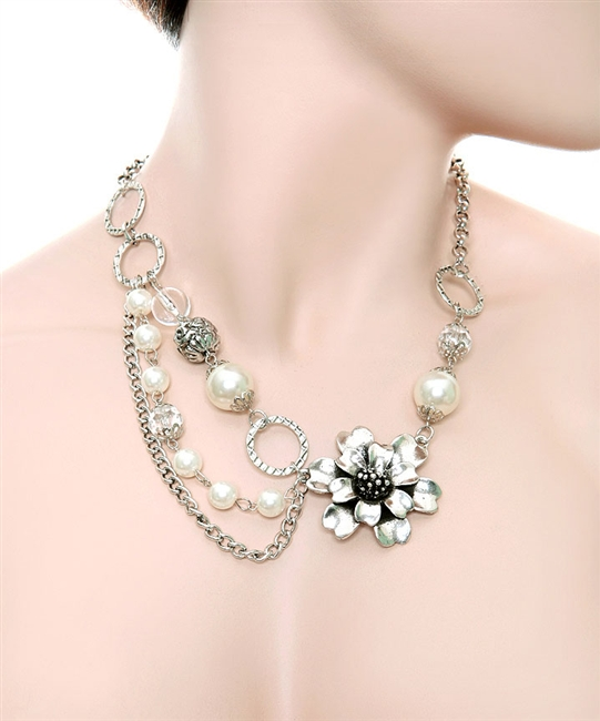 GLAM FLOWER AND PEARLS NECKLACE-silver, flower, necklace, chain, pearl, diamond